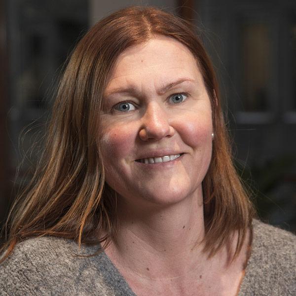 Porträttbild på Åsa Löfgren