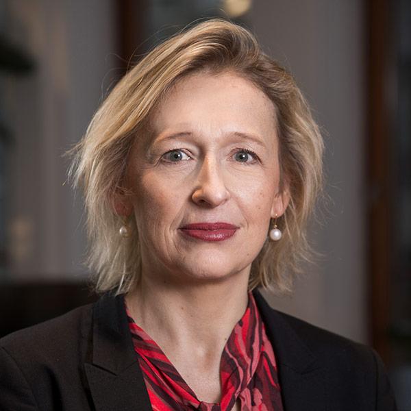 Porträttbild på Karin Bäckstrand